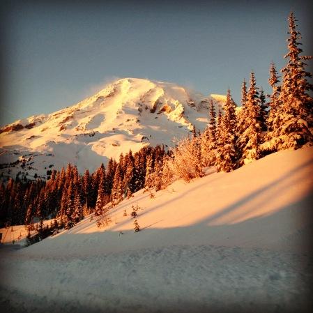 Alpenglowy Rainier